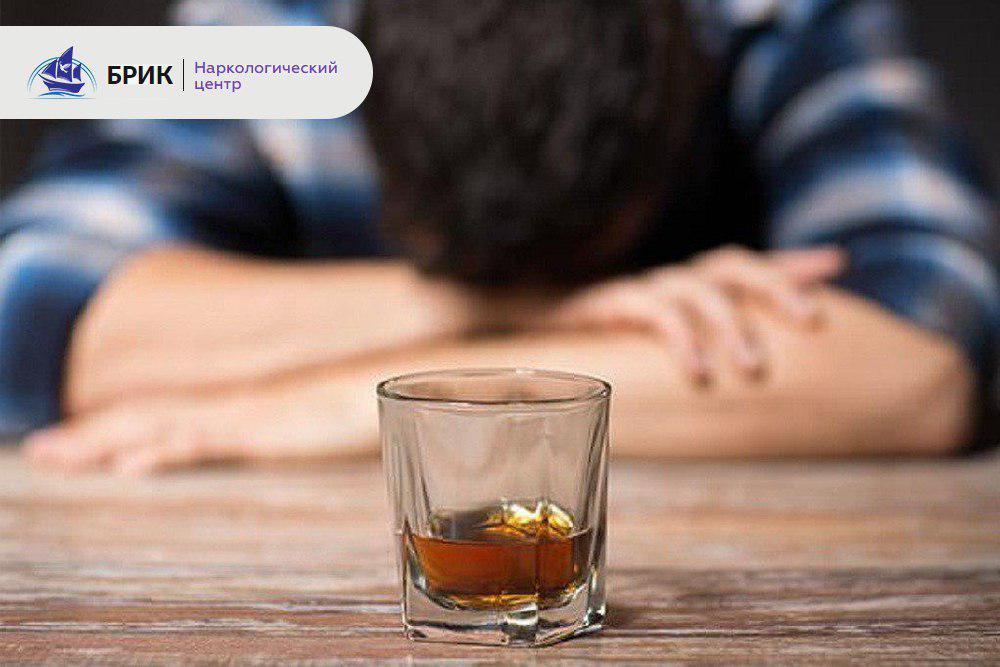 лечить алкоголика