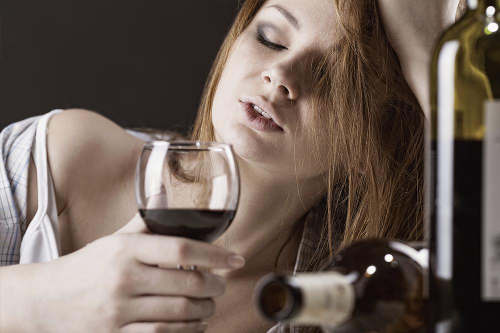 Злоупотребление вином среди женщин
